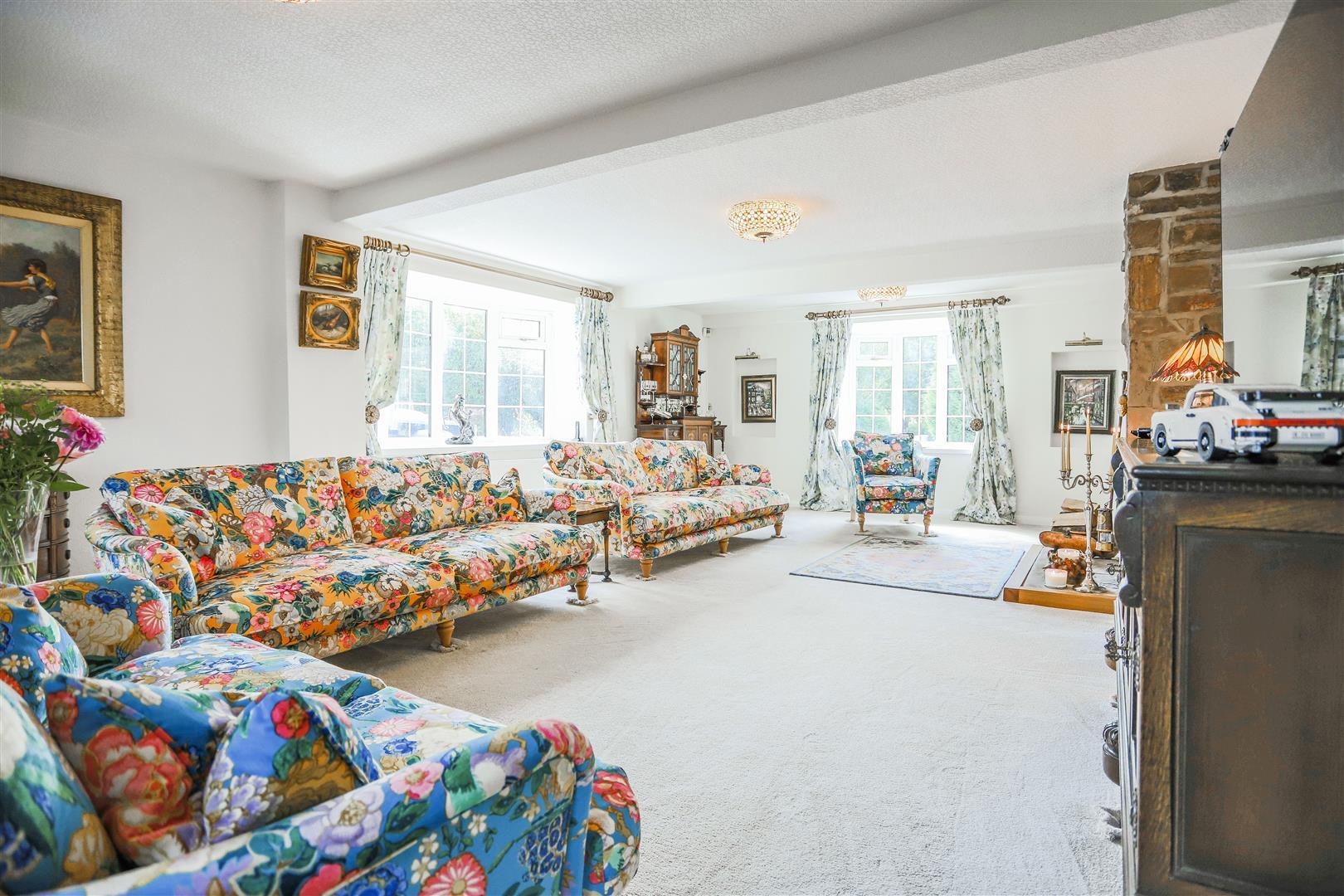 4 Bedroom Semi-detached House For Sale - 50.JPG